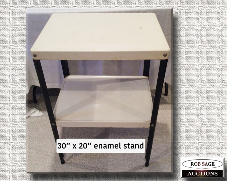 Enamel Stand
